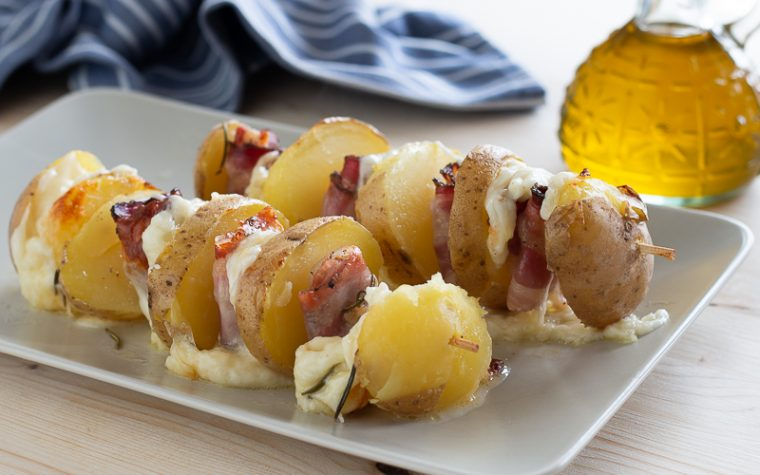 Spiedini di patate e scamorza