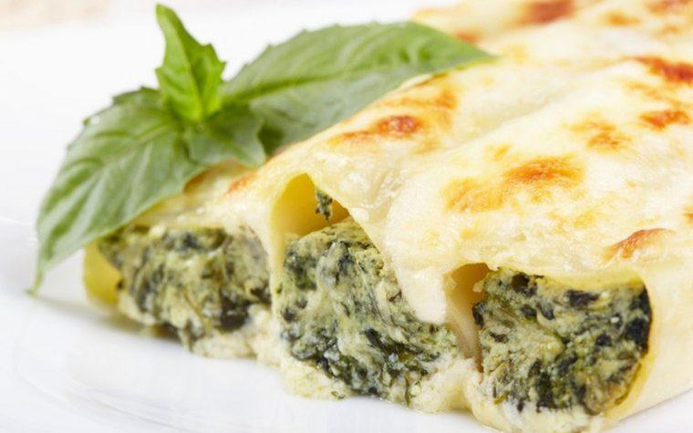 Cannelloni ricotta erbette e spinaci con besciamella al gorgonzola