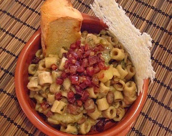 Pasta fagioli e patate con sfoglia di parmigiano e pancetta croccante