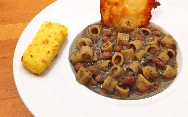 Pasta e fagioli con crostino di polenta e sfoglia di grana