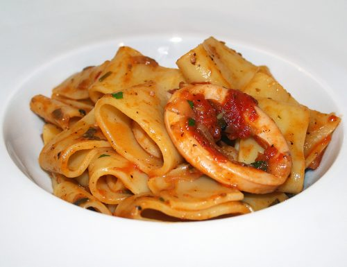 Calamarata con seppie e pomodorini