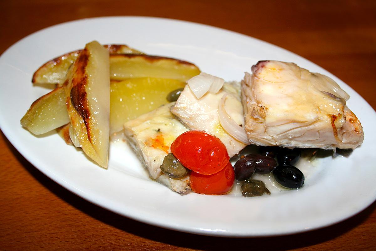 Pesce stocco stoccafisso al forno con patate la cucina for Cucinare wurstel al forno