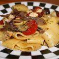 Pasta con pesce spada, cipolla di Tropea e pomodorini confit