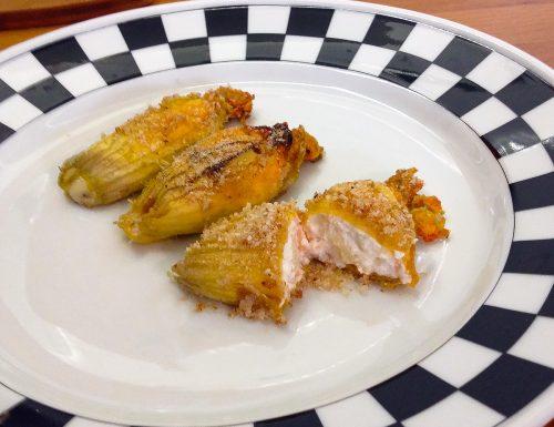 Fiori di zucca ripieni di ricotta, salmone e pecorino