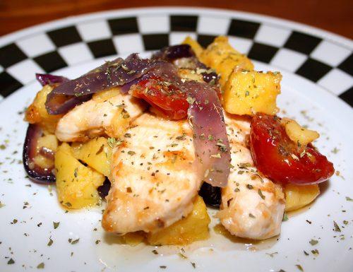 Insalata tiepida di pollo, patate, pomodorini confit e cipolle