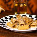 Rigatoni in crema di cipolle alla birra e porcini