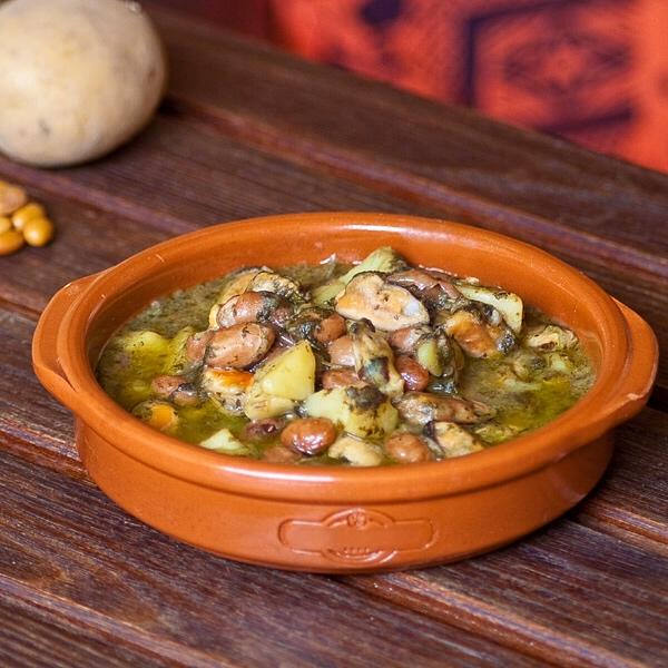 Zuppa di fagioli e cozze con patate e bieta