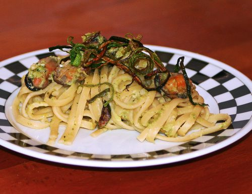 Linguine con pesto di zucchine e cozze