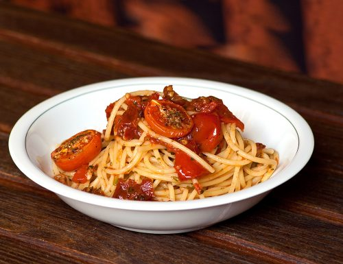 Spaghetti ai due pomodori con colatura di alici