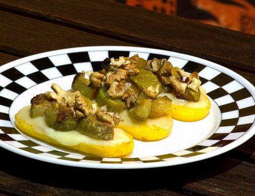 Polenta al forno con formaggi, zucchine e noci