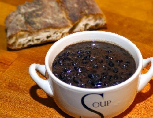 Zuppa di fagioli neri con pancetta