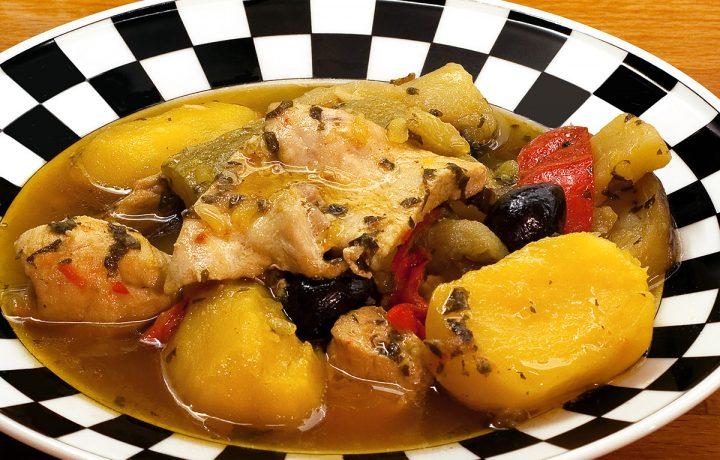 Pollo e verdure allo zafferano in tajine