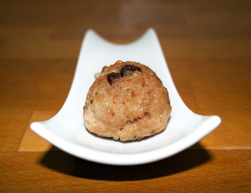Polpette di manzo e pollo con uvetta ripiene di parmigiano