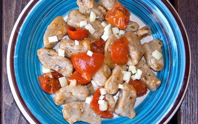Gnocchi di melanzane con pomodorini confit