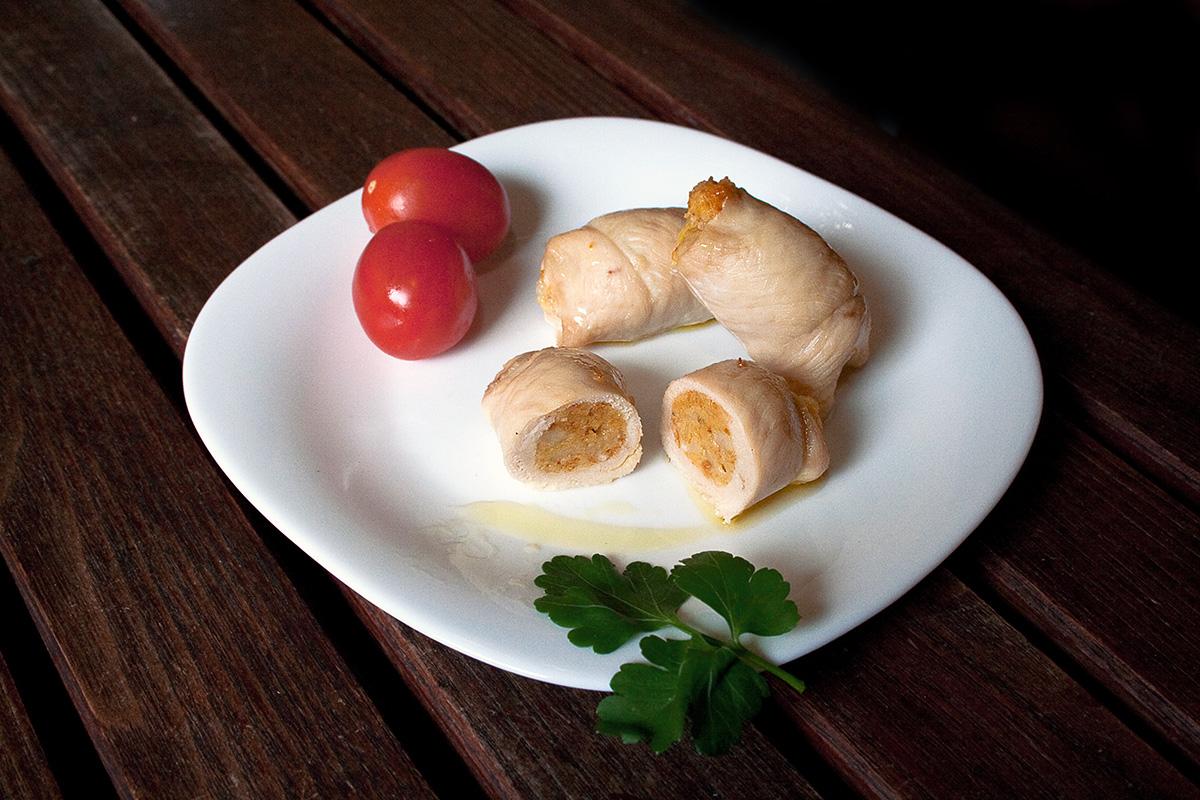 Involtini di pollo ripieni di pane, caciocavallo e melanzane