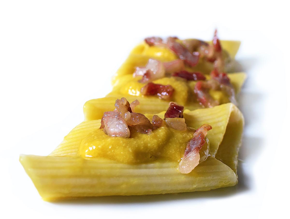 http://blog.giallozafferano.it/cucinadiclaudio/wp-content/uploads/2016/06/pasta-rin-crema-di-peperoni-provolone-e-pancetta-croccante-4-1200.jpg