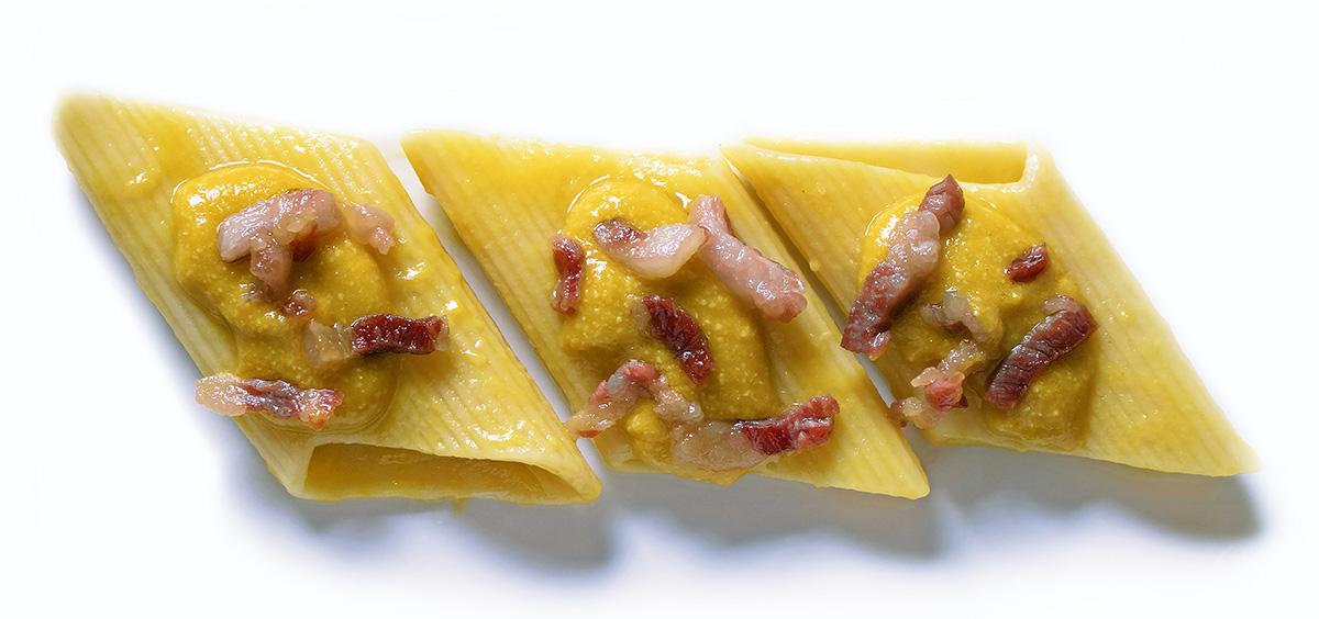 Pasta in crema di peperone e provolone con pancetta