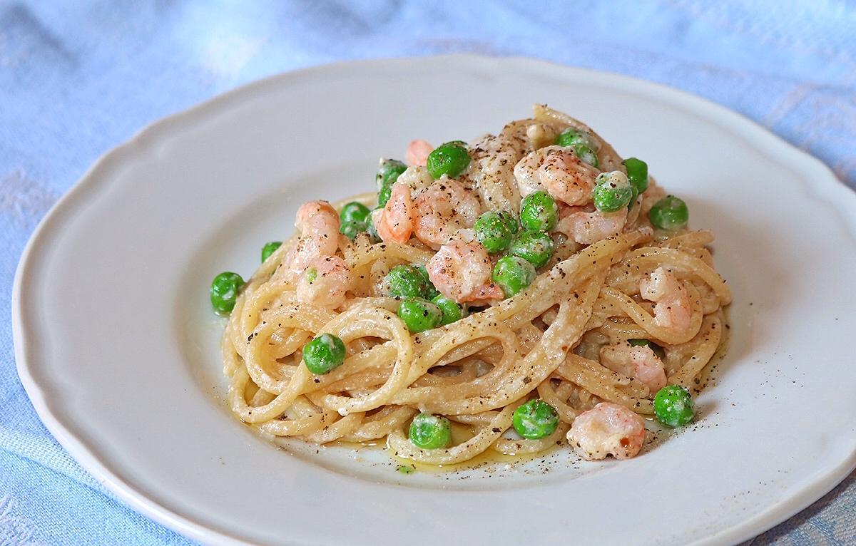 Spaghetti risottati con gamberetti piselli e ricotta