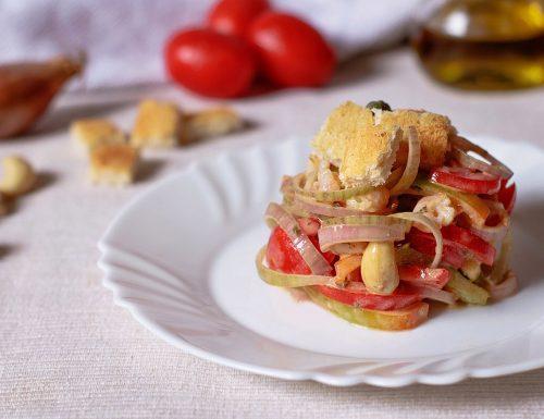 Insalata di gamberetti con verdure e anacardi
