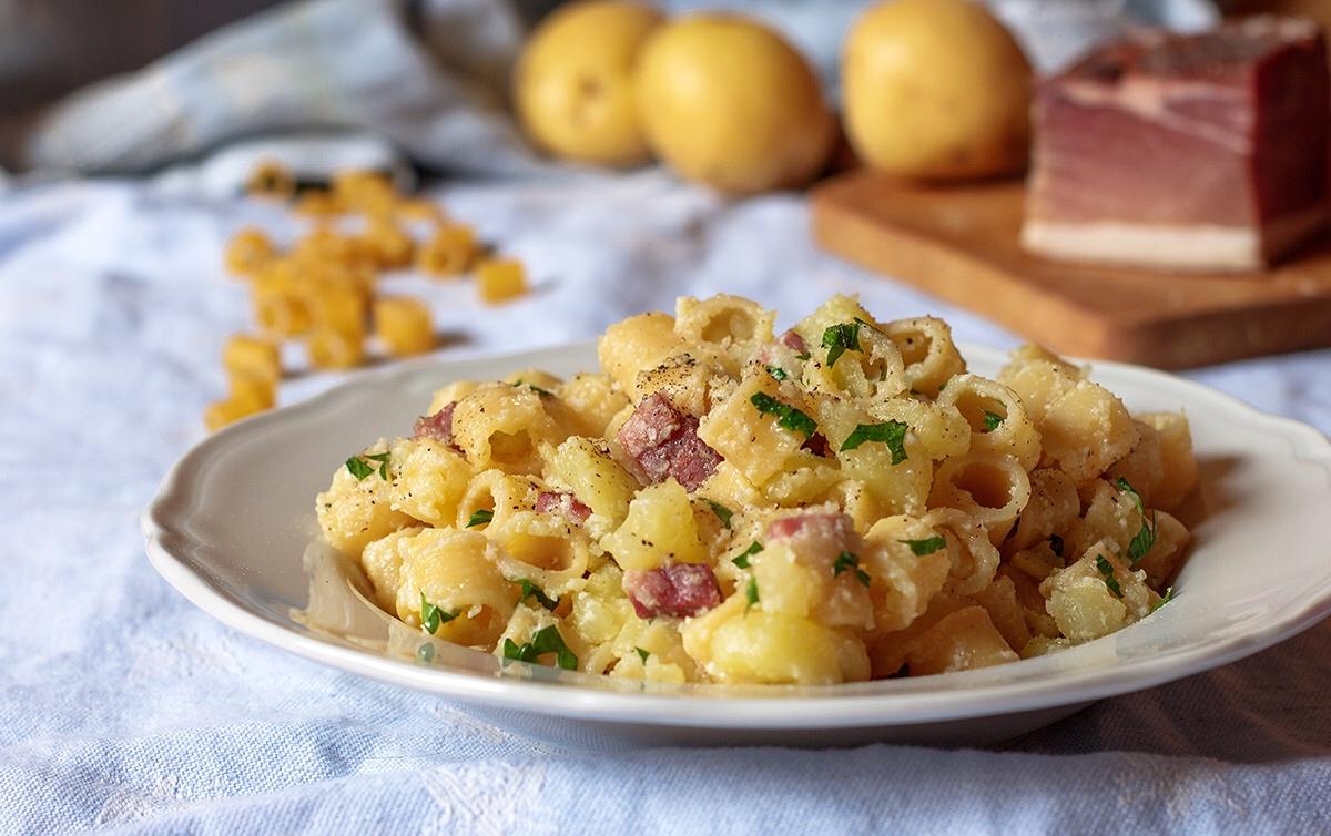 Pasta con patate e speck