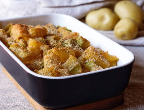 Pasta con patate e zucchine gratinata al forno