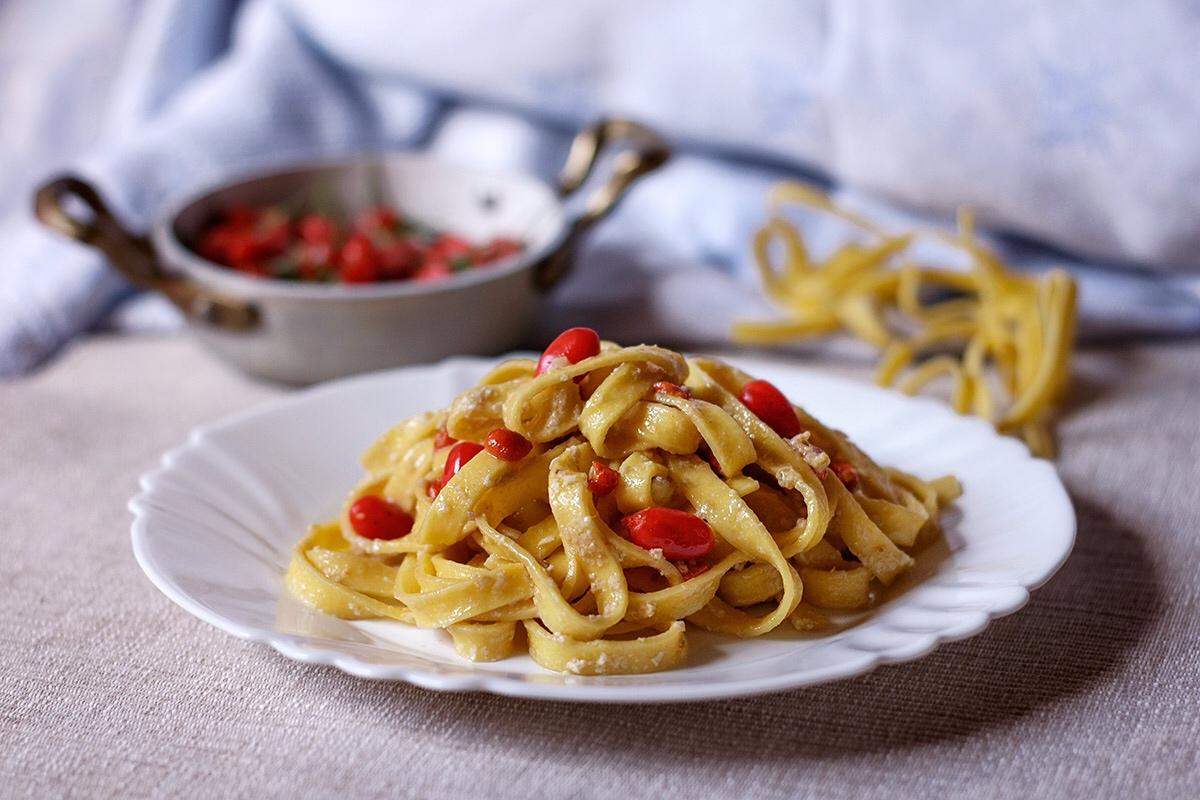 Pasta con bacche di goji fresche