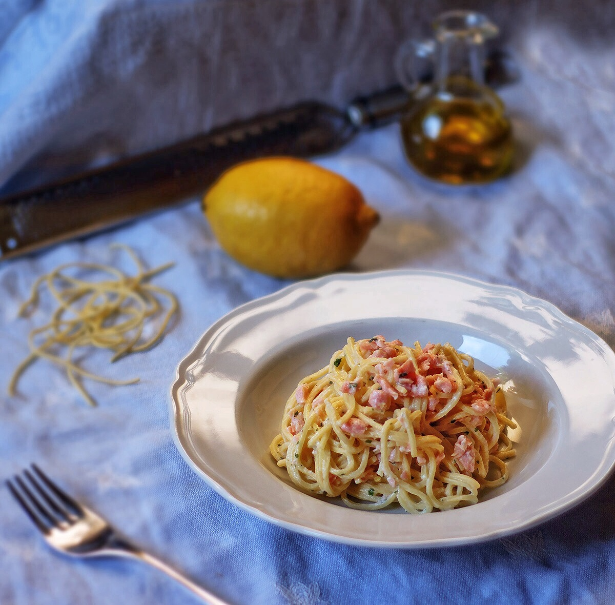 Spaghetti con salmone al profumo di limone