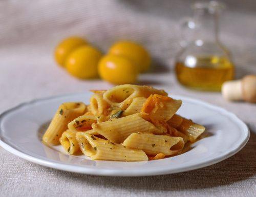 Pasta con pomodorini gialli, capperi e alici