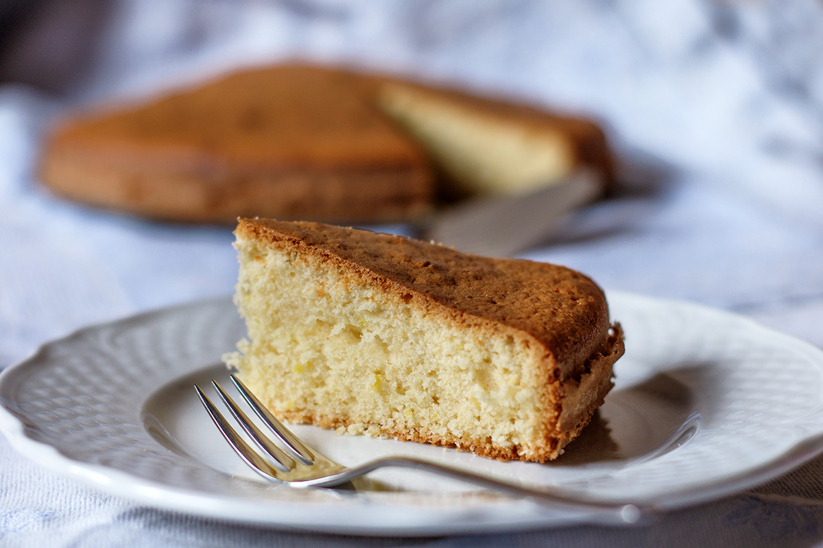 Torta soffice al limoncello e mandorle