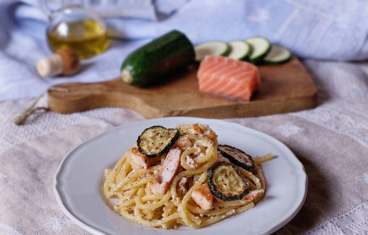 Pasta ai due salmoni con zucchine