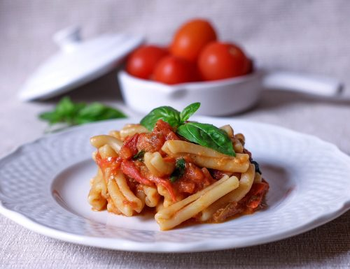 Pasta con pomodorini alici e peperoni