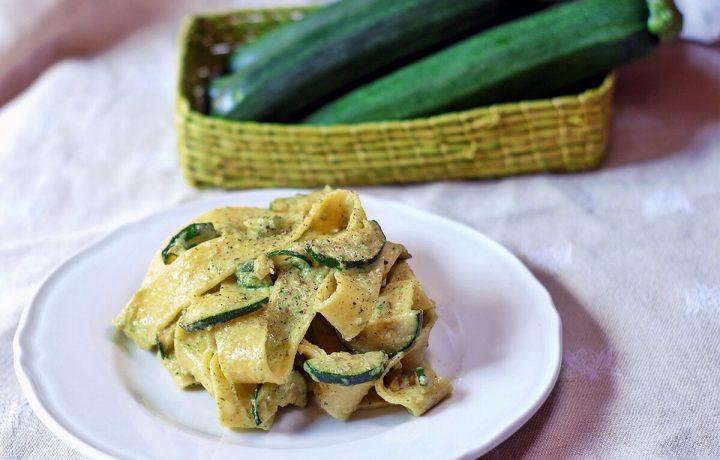 Pasta con crema di zucchine e pecorino romano
