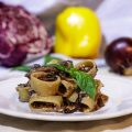 Calamarata con ragù di verdure e funghi