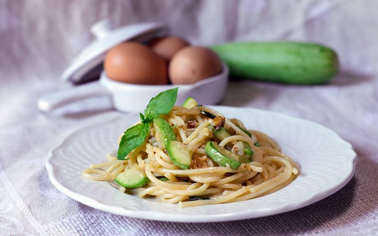 Carbonara di zucchine e noci