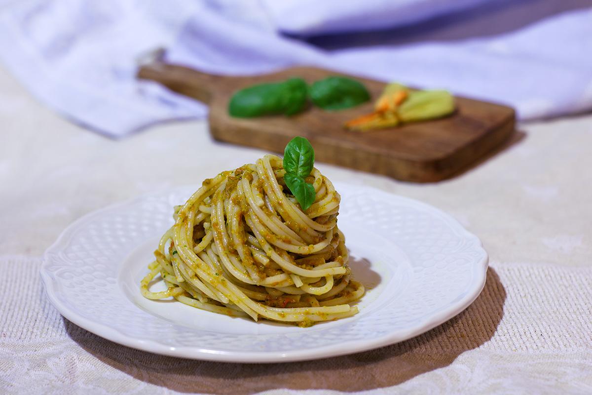 Spaghetti in crema di fiori di zucca