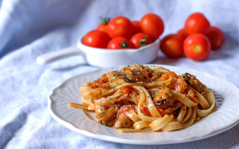 Linguine con cozze e pomodorini al profumo di bergamotto