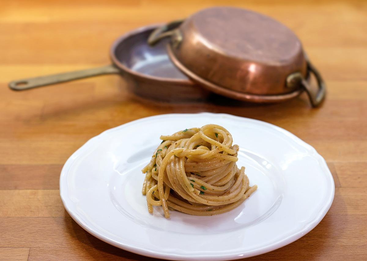 Spaghetti in bisque di gamberi e bottarga di tonno rosso