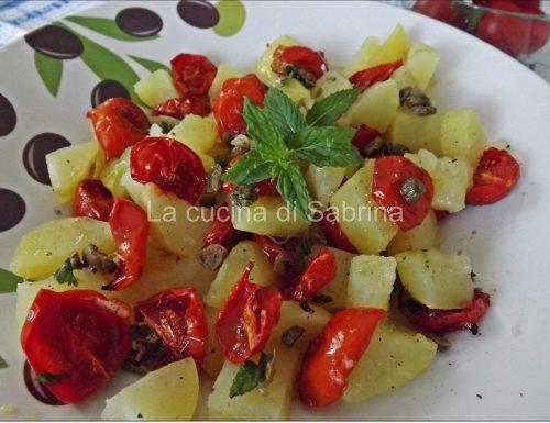 Insalata tiepida di patate e pomodori