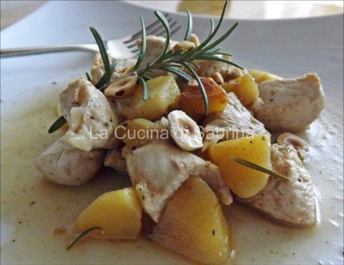 Bocconcini di pollo mele e nocciole