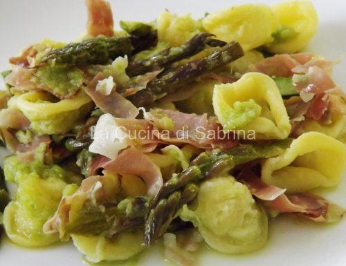Orecchiette con crema di asparagi e speck