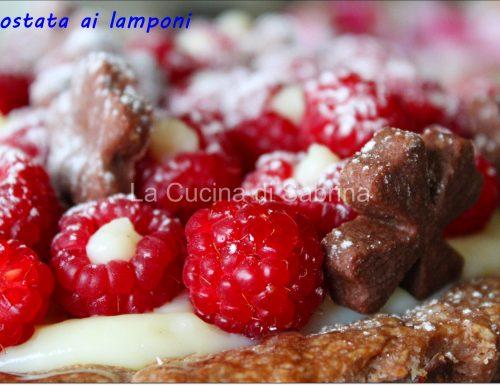 Crostata ai lamponi ripieni di crema pasticcera