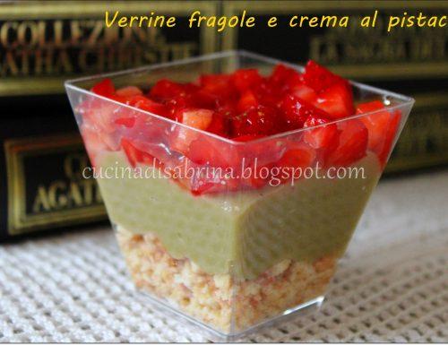 Verrine di primavera fragole e crema al pistacchio