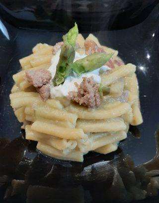 casarecce con crema di asparagi, salsiccia e burrata