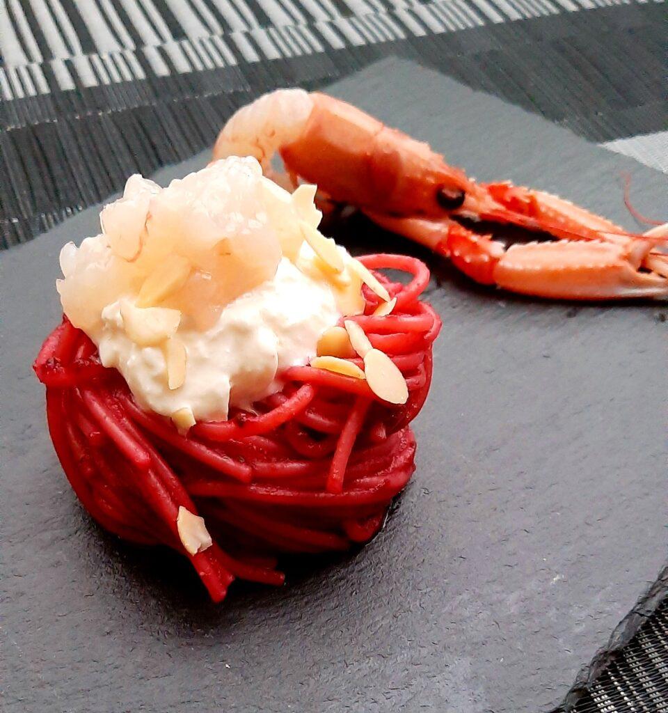 Spaghetti con crema di rapa rossa