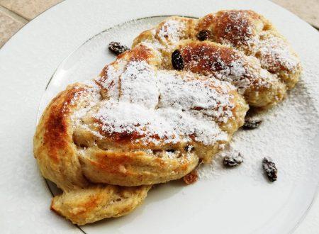 Treccia di Pane dolce con Uvetta e Cannella