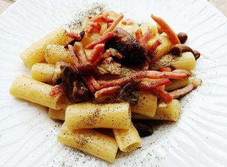 Tortiglioni con Funghi e Pancetta