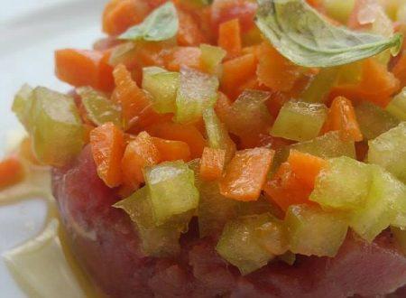 Tartare di tonno fresco con brunoise di verdurine
