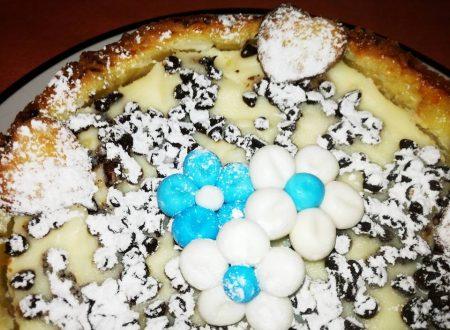 Crostata alta con gocce di cioccolato, ricotta e mascarpone