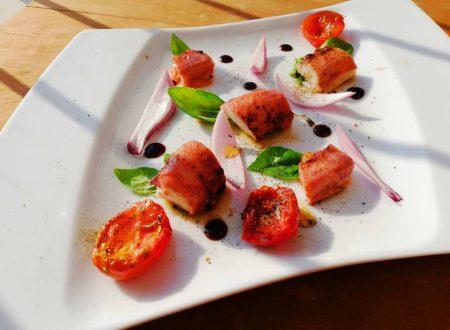 Polpo arrosto con pomodori e petali di cipolla di Tropea
