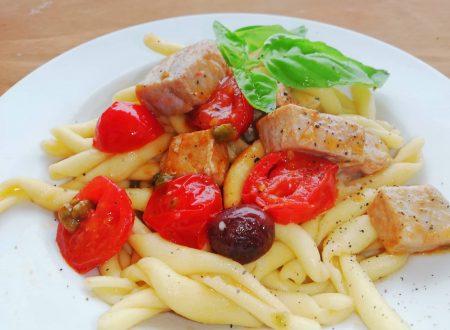 Fusilli freschi con tonno fresco, olive e pomodorini ^__^